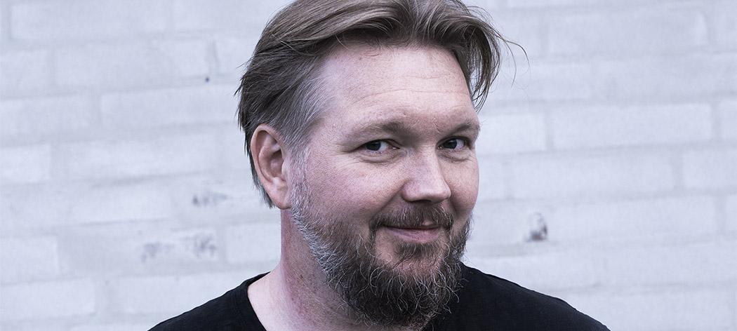 Jakob Kjøller ser på kamera