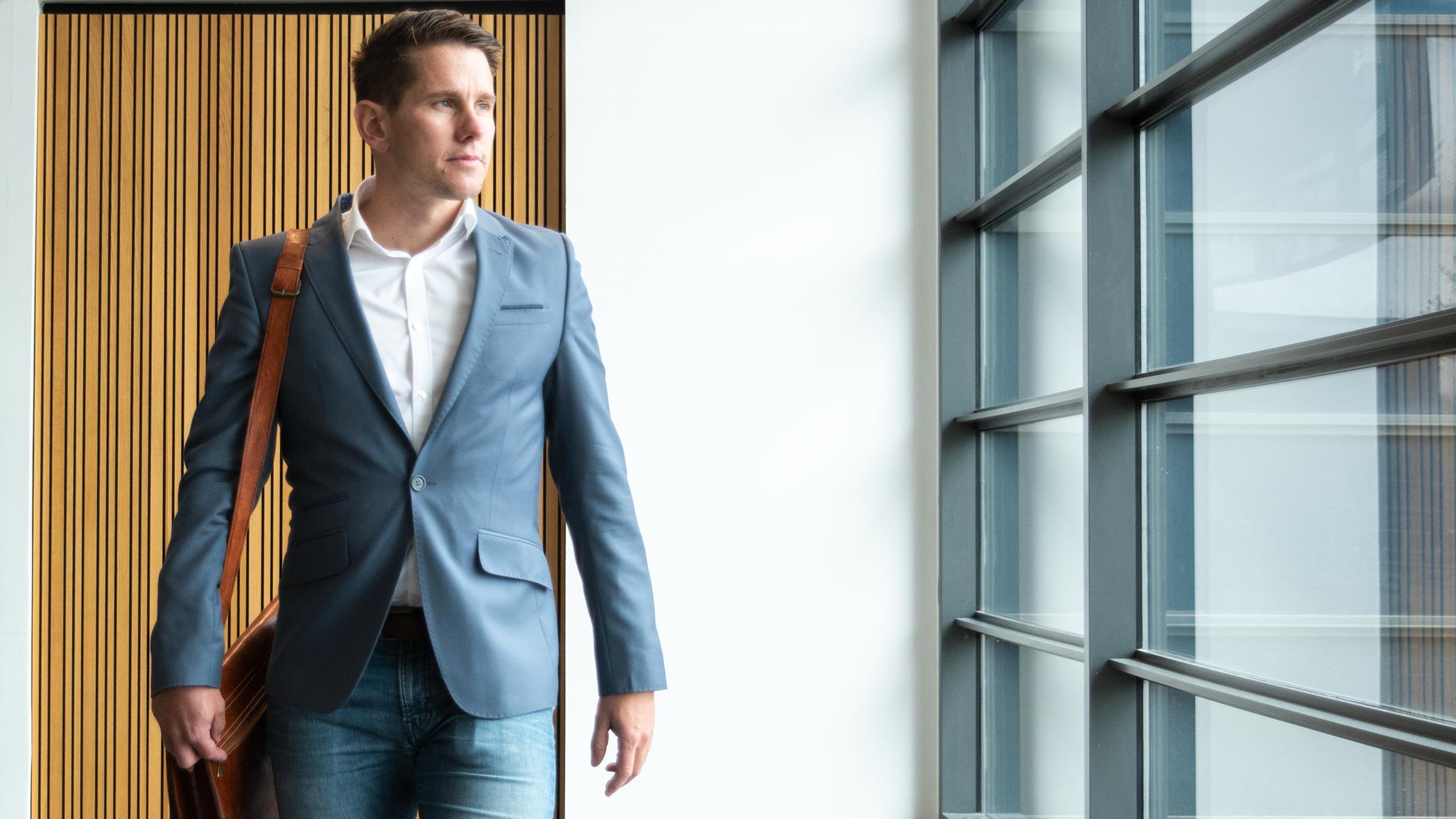Konsulent Steffen Jørgense med laptop-veske