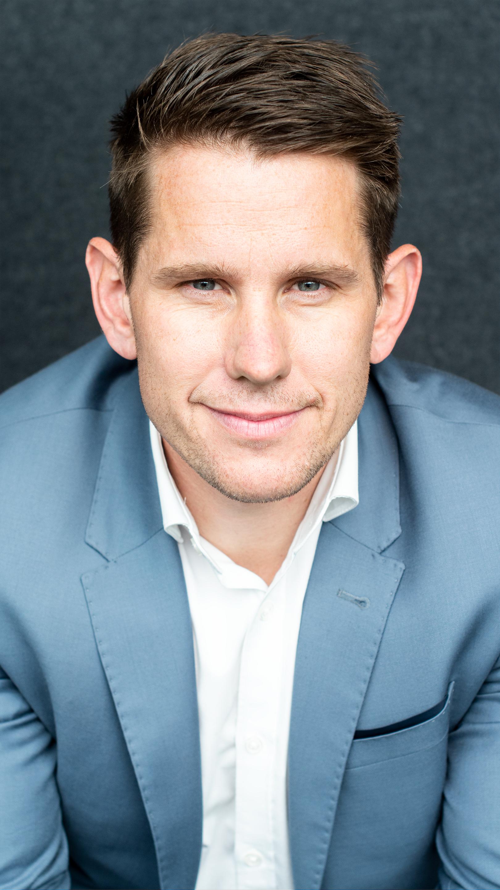 Frilanskonsulent Steffen Jørgensen smiler til kamera