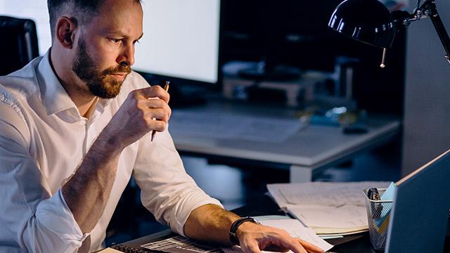 Fire-grunner-til-å-starte-for-seg-selv-som-IT-konsulent